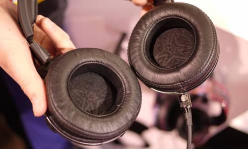 Skull Candy Mix Master over the ear headphones | பல வண்ண கலவைகளில் அசத்தும் புதிய ஹெட்போன்!