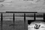 செல்பி மோகம்: தண்டவாளத்தில் செல்பி எடுத்த இரண்டு இளம்பெண்களில் ஒருவர் மரணம்- மற்றொருவர் நிலை என்ன?
