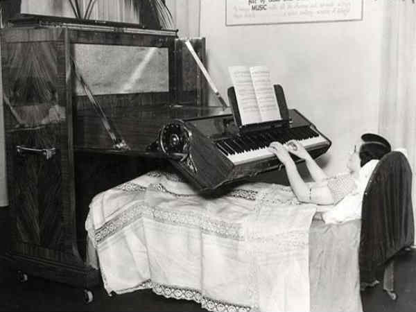 Piano For The Bedridden (UK, 1935)