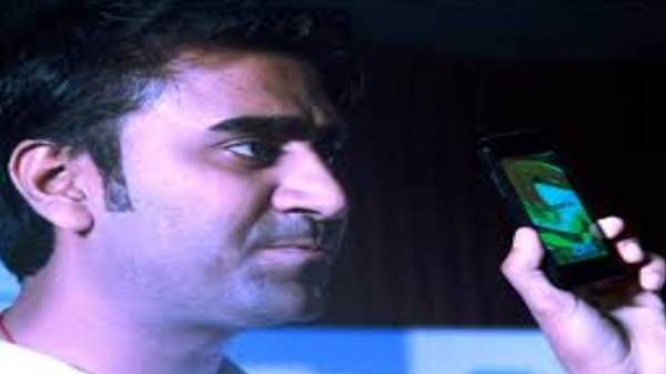 Freedom 251 என்று போனில் மோசடி செய்து தப்பித்த நொய்டா நபர்.!