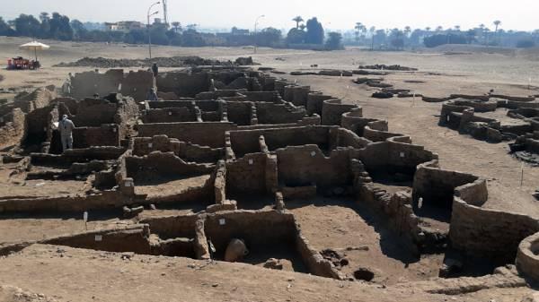 3000 ஆண்டுகள் பழமையான தங்க நகரம் எகிப்தில் கண்டுபிடிப்பு.!
