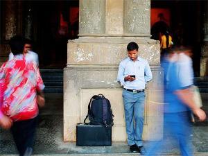 சீக்கிரமே 100 கோடி மொபைல் போன் பயனாளர்கள் இந்தியாவில் இருப்பர்!